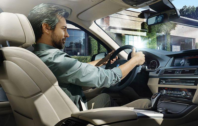 چگونه وقتی تنها رانندگی میکنیم خسته نشویم