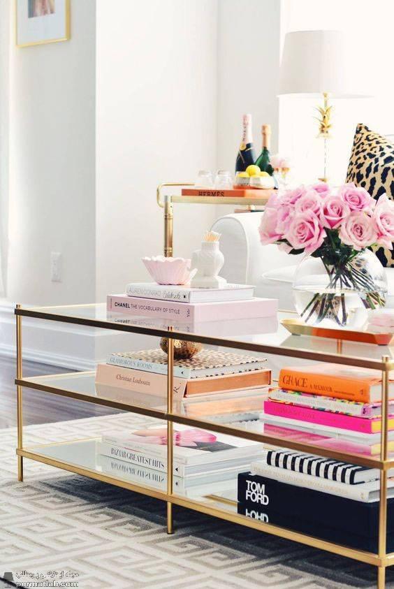 تزیین زیر میز شیشه ای با کتاب و مجلات