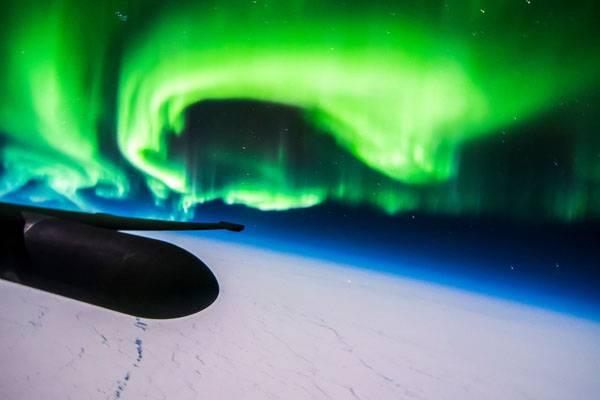 شفق های قطبی از اتاقک خلبان