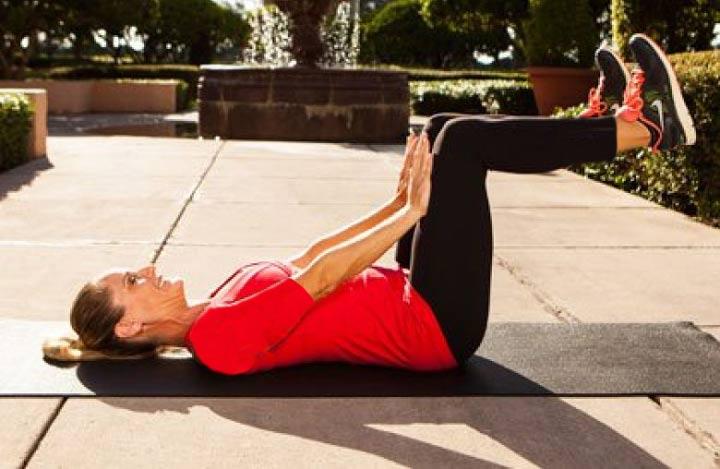 ۸ حرکت ورزشی برای آب کردن چربیهای شکم