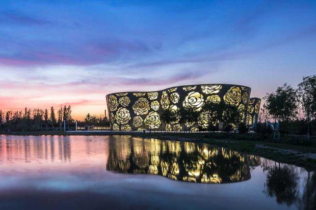 موزهای با معماری از گلهای رز