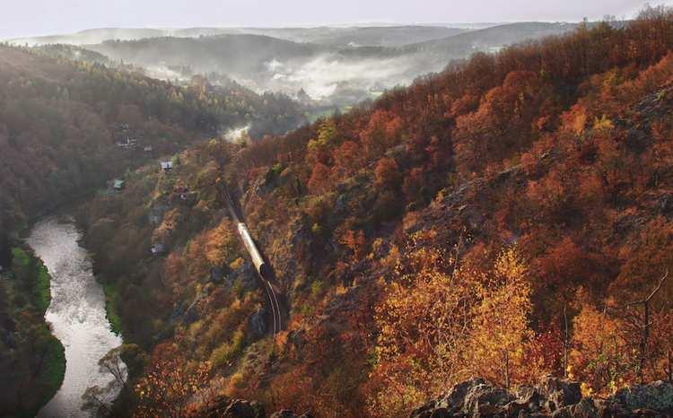 حرکت قطار ها در میان طبیعت